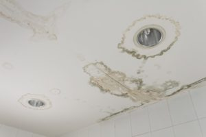 signs of roof leaking