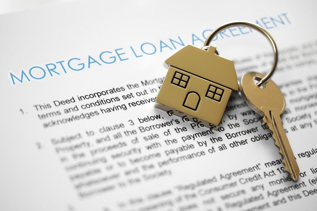 mortgage agreement document and a key to a new house