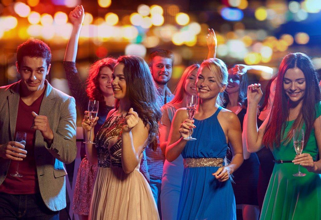 group of teenage people enjoying their prom