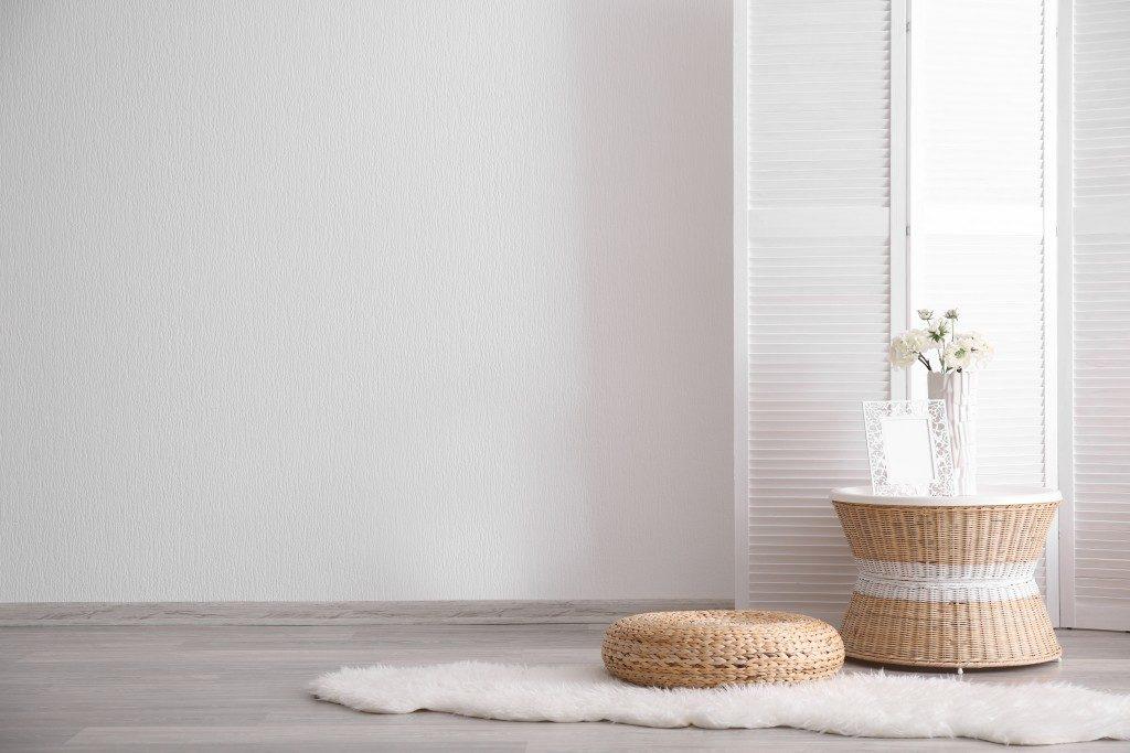 minimalist home decor with faux fur rug