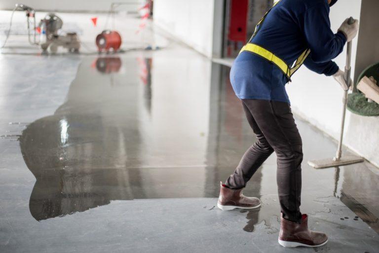 applying epoxy on concrete flooring